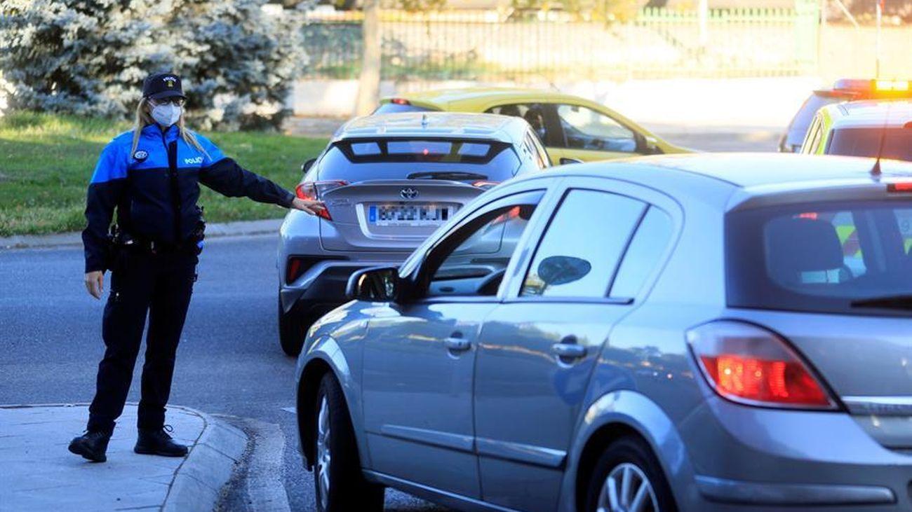Control policial en Alcorcón para vigilar que se cumplen las restricciones contra el coronavirus