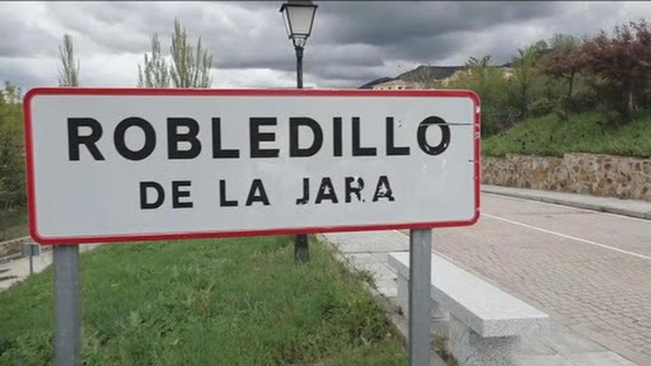 Cartel a la entrada de Robledillo de la Jara