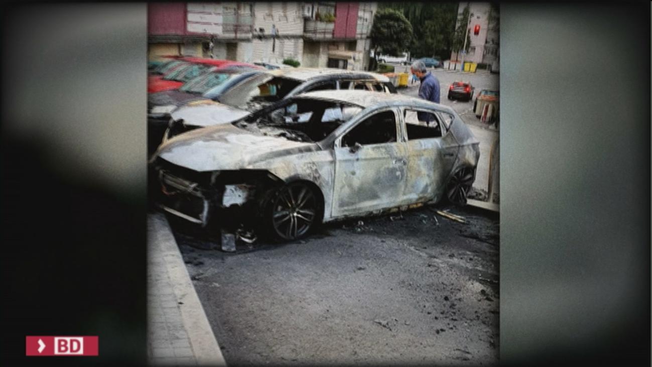 Varios coches quemados en Lucero tras arder algunos contenedores que estaban al lado