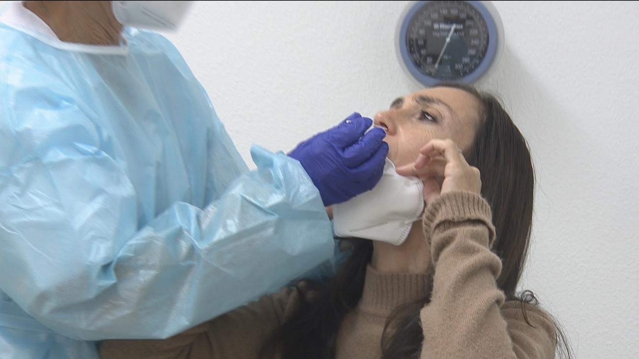 Los ciudadanos con síntomas de hasta cinco días tienen  prioridad en los test rápidos de antígenos en Madrid