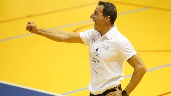 """Guillermo Gallardo, entrenador del Voleibol Alcobendas: """"Este grupo hace historia por su lucha y compromiso"""""""