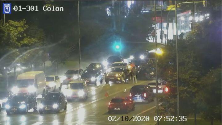 Un accidente en el Paseo de Recoletos obliga a cortar carriles y provoca largas retenciones