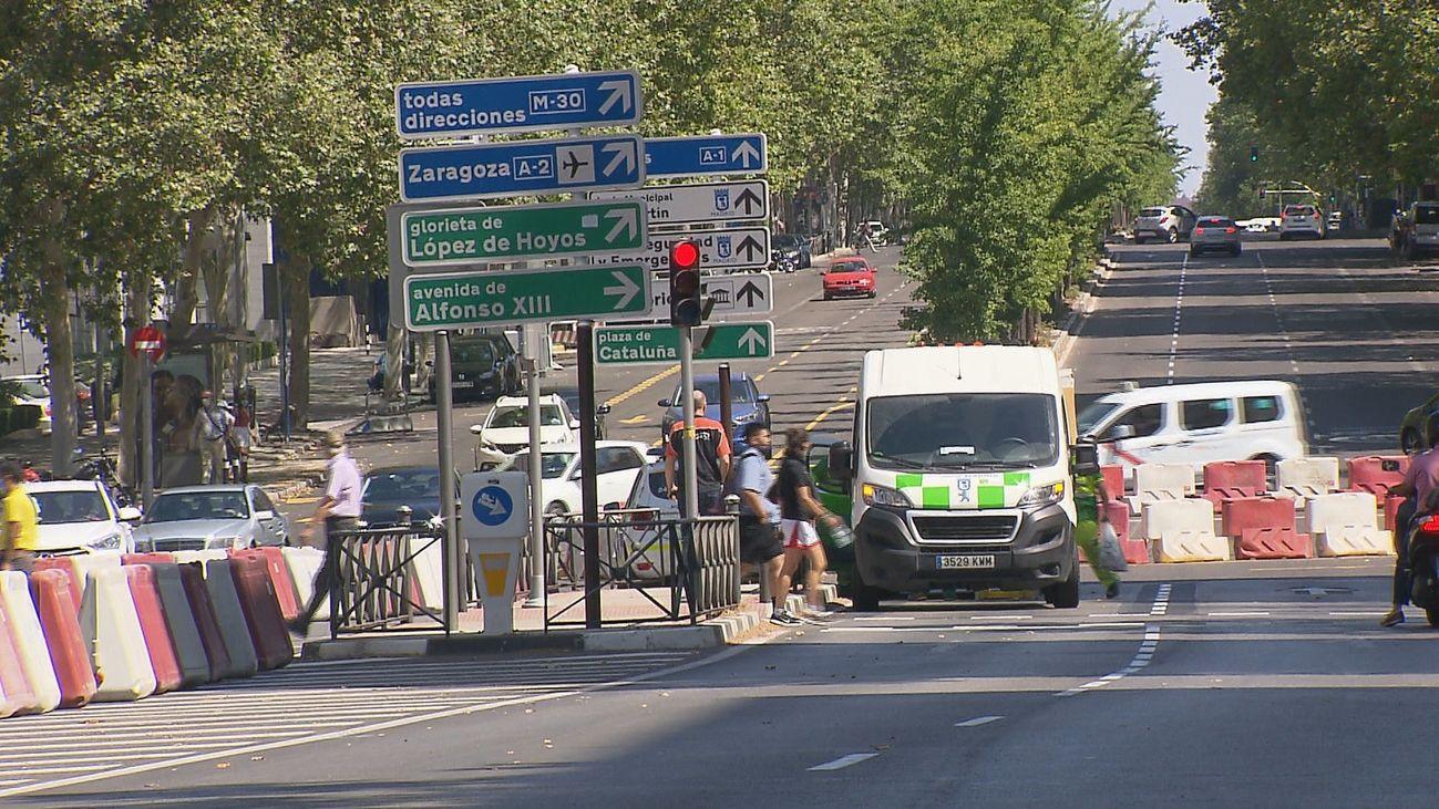 La calle Príncipe de Vergara en el cruce con Francisco de Silvela se reabre  al tráfico este miércoles