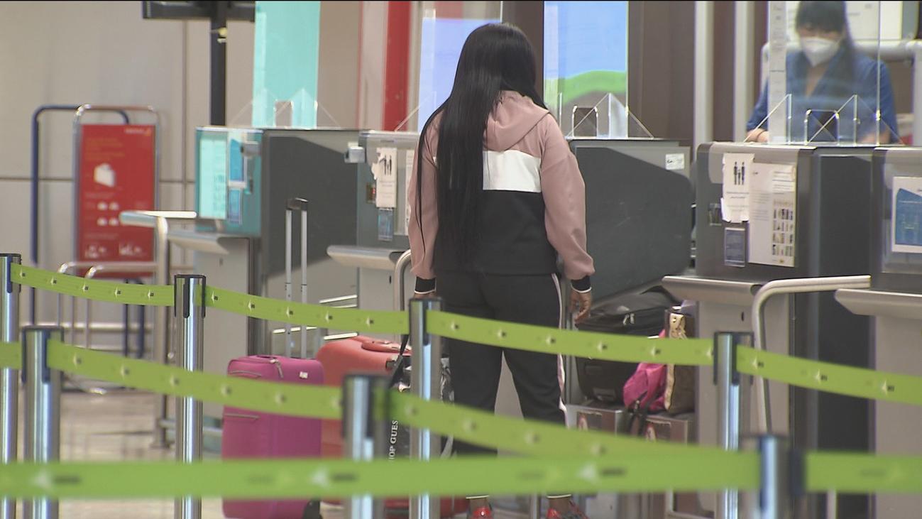El aeropuerto de Barajas ofrece una estampa 'fantasmal',  terminales vacías y sin viajeros