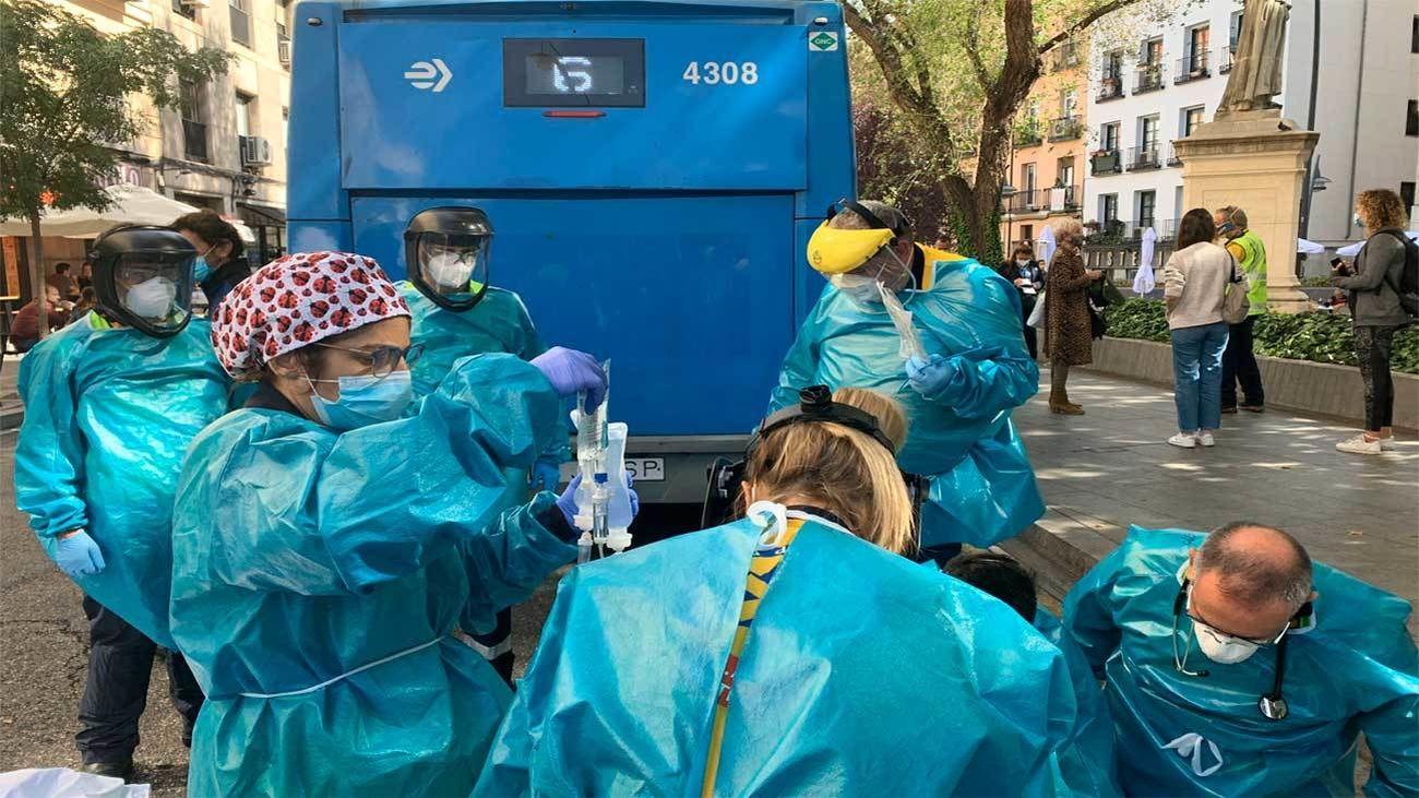 Una mujer herida grave al ser atropellada por un autobús en Tirso de Molina