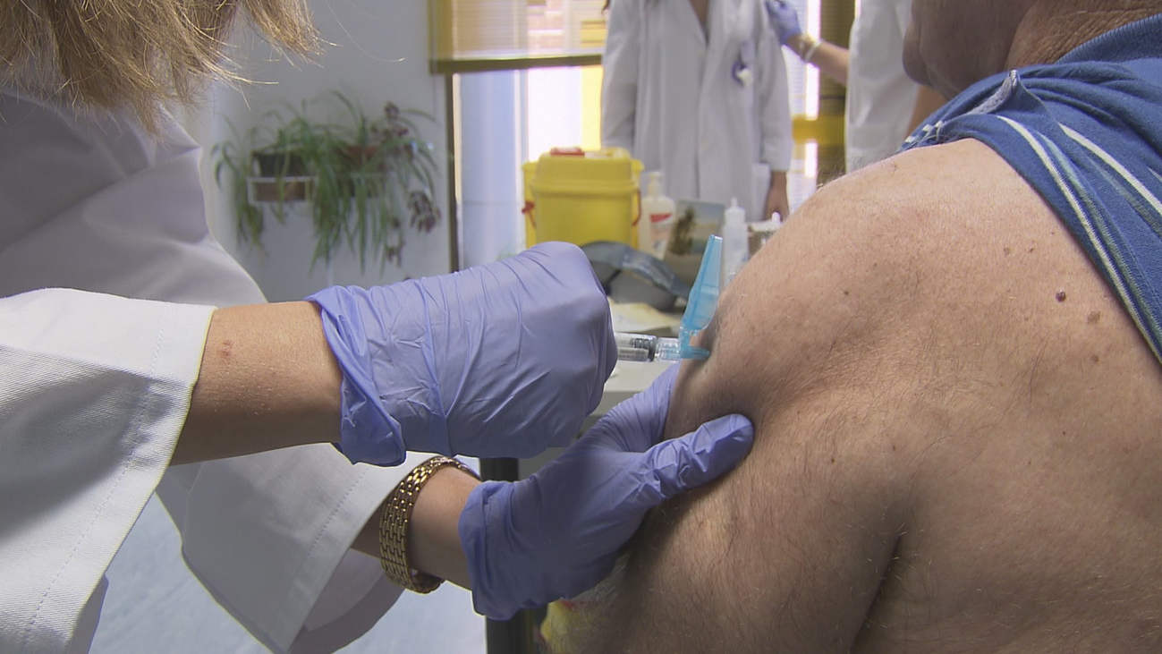 """Se acerca  la campaña de vacunación de la  gripe y los expertos advierten: """"Las infecciones respiratorias víricas se solapan"""""""