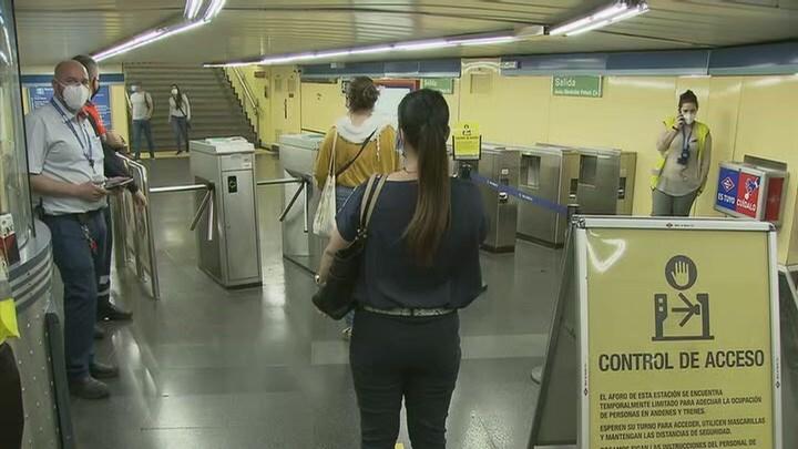 Más de mil bloqueos en los tornos de Metro de Madrid para evitar la saturación