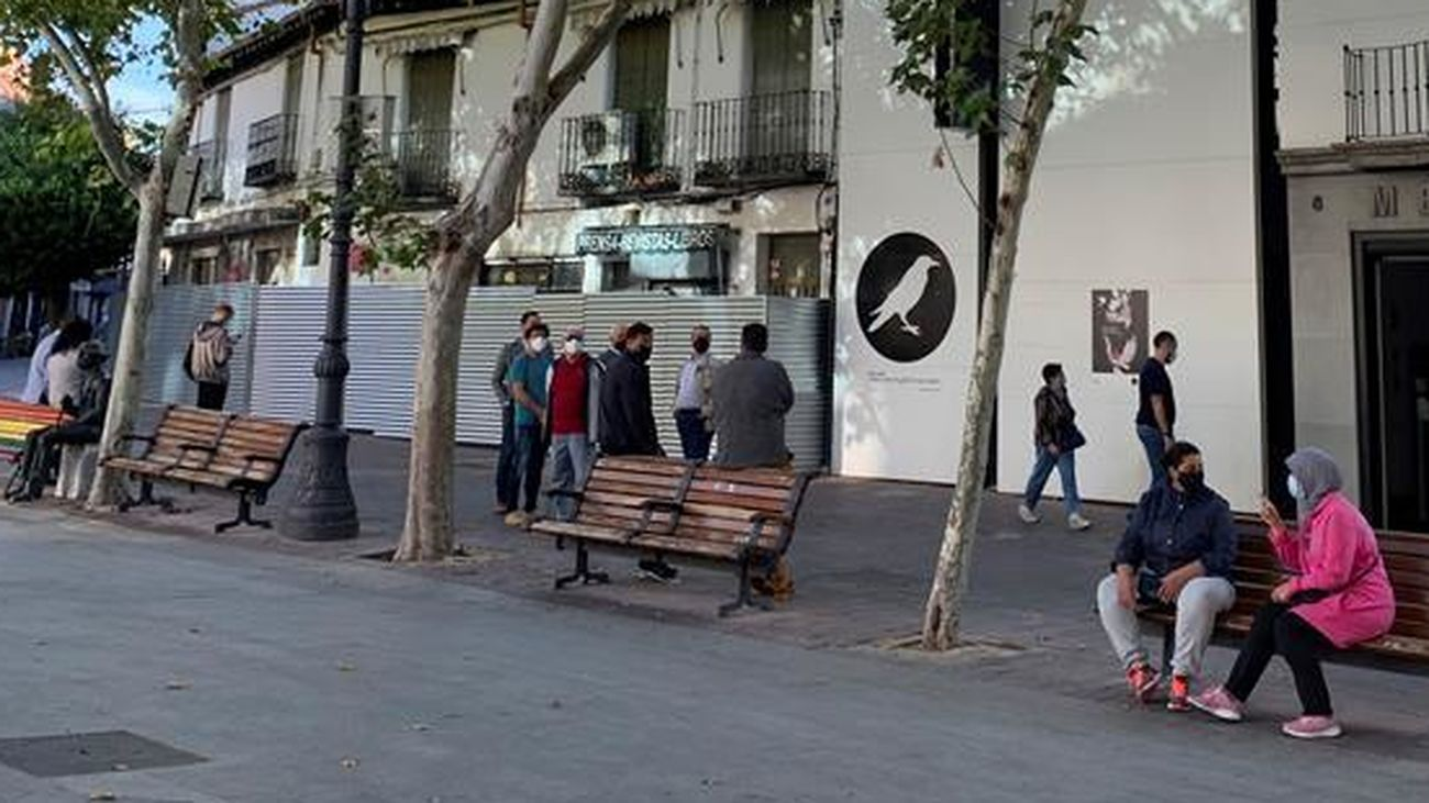 Varias personas en una calle de Getafe