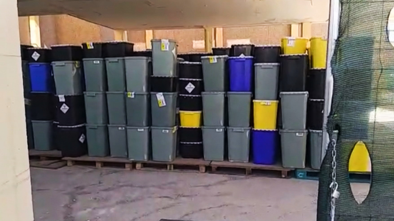 Trabajadores de hospitales madrileños denuncian la acumulación de residuos de pacientes Covid-19