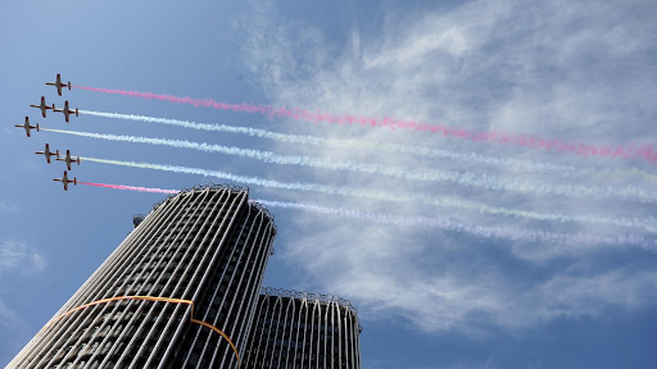 Aviones de la Patrulla Águila sobrevolando Madrid