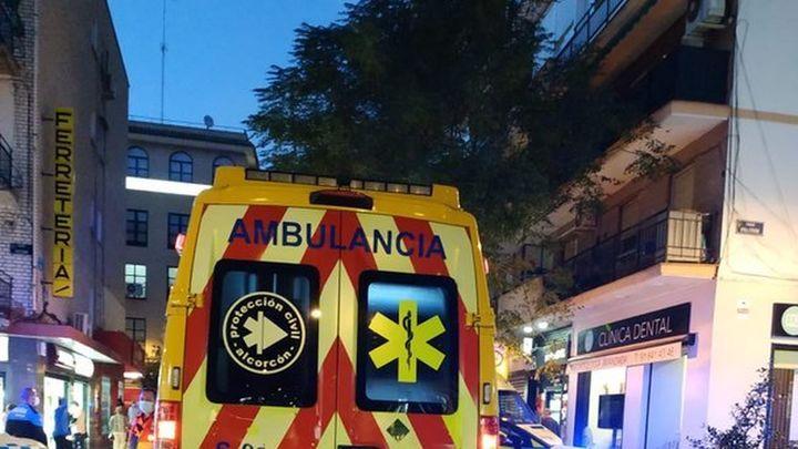 Herido un hombre en Alcorcón tras caerle la rama de un árbol en la calle Mayor