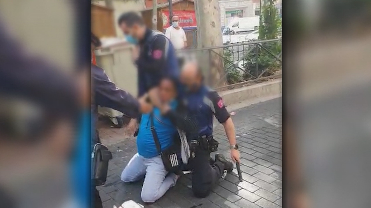 Cuatro policías heridos en Vallecas; dos por un mordisco