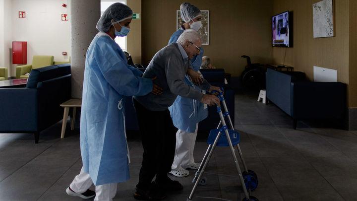 """Los contagios aumentan en las residencias de ancianos, que piden más test para evitar """"los mismos errores"""""""