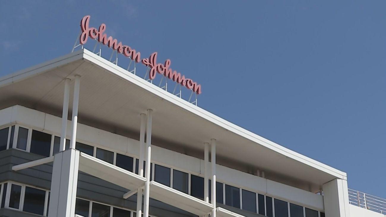 Johnson & Johnson detiene los ensayos de su vacuna Janssen contra la Covid