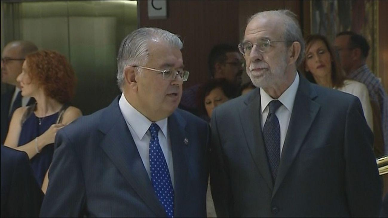 El magistrado Fernando Valdés, a la derecha de la imágen
