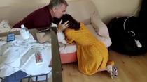 El conmovedor reencuentro de un padre con su hija tras salir de la UCI