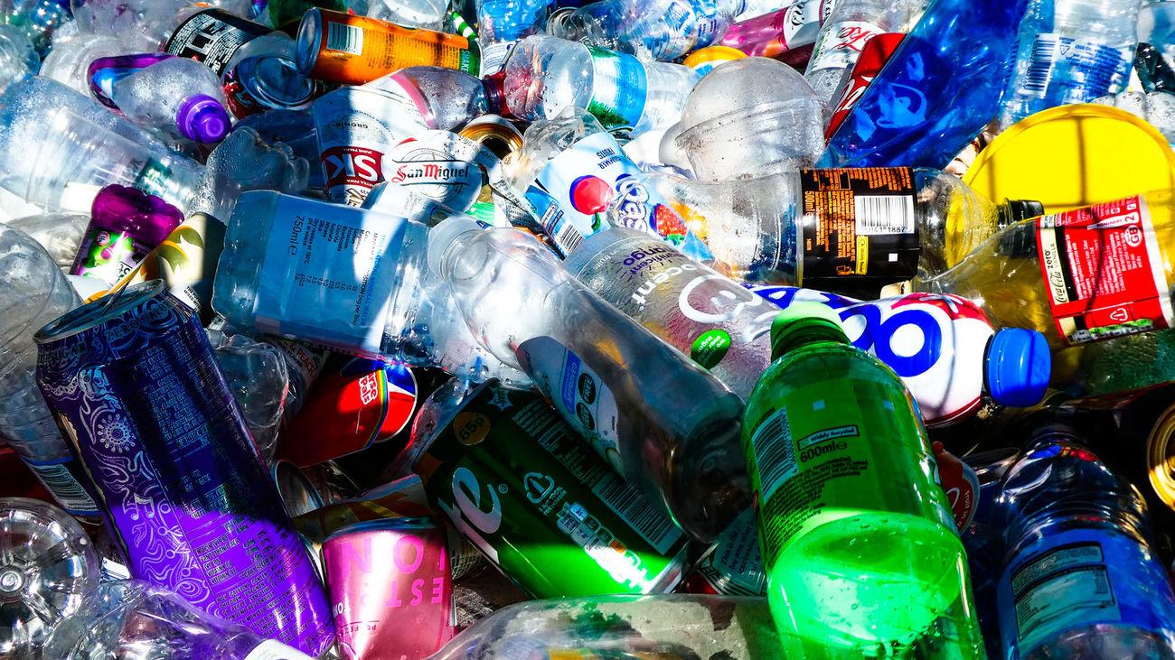 Un impuesto a los embases de plástico y la subida del IVA a las bebidas azucaradas, entre las novedades de los Presupuestos Generales