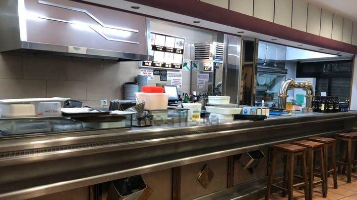 El bar Melo's y sus 'zapatillas' volverán a Lavapiés tras cerrar el pasado octubre