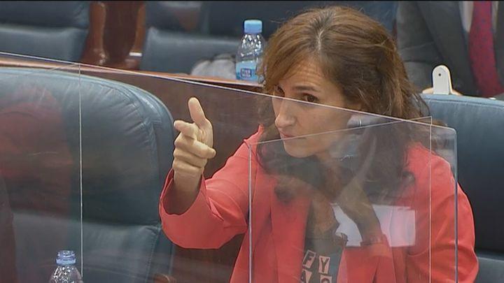 Analizamos el polémico gesto en la Asamblea  de Mónica García (Más Madrid)  con sus  protagonistas
