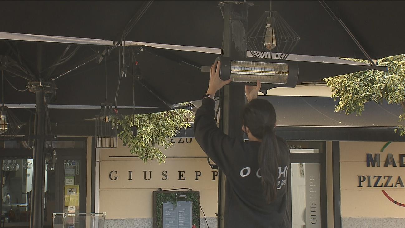 La hostelería madrileña se prepara para el frío con estufas en las terrazas