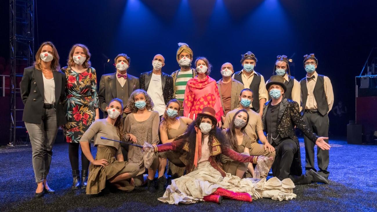 Pepe Viyuela nos cuenta la apasionante historia del circo Price en 'Mil novecientos setenta sombreros'