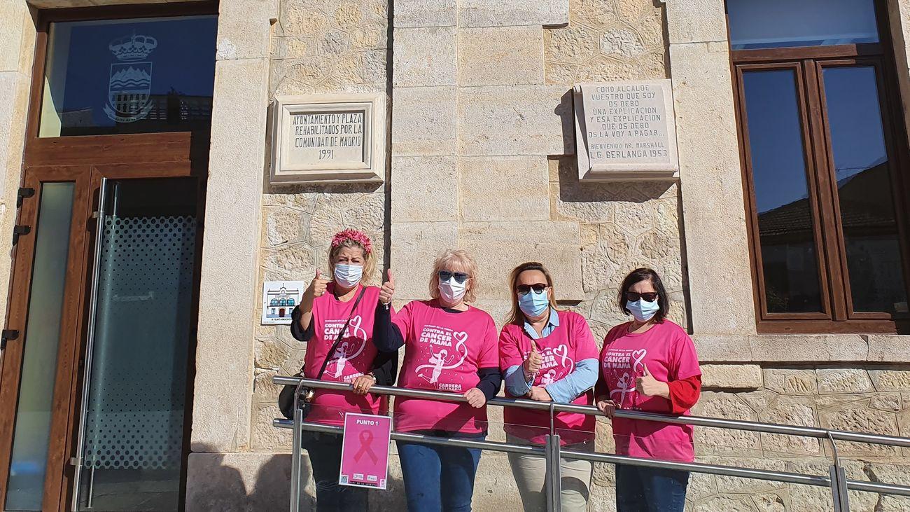 Mujeres participantes en la Semana contra el Cáncer de Mama