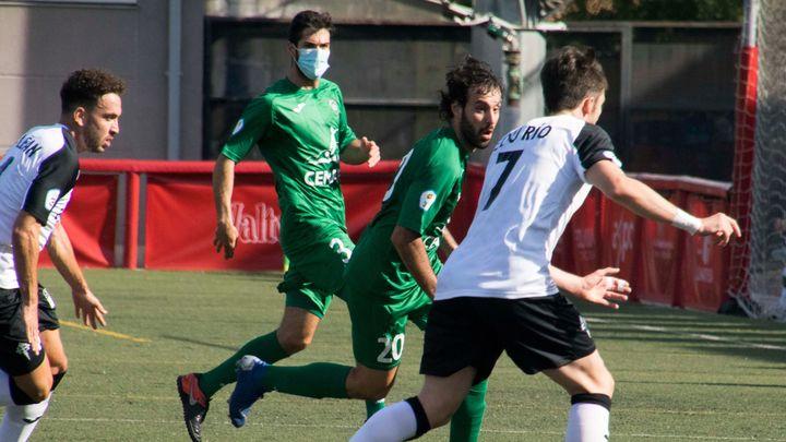 Javi del Val jugó con mascarilla en el Carabanchel - Villaverde