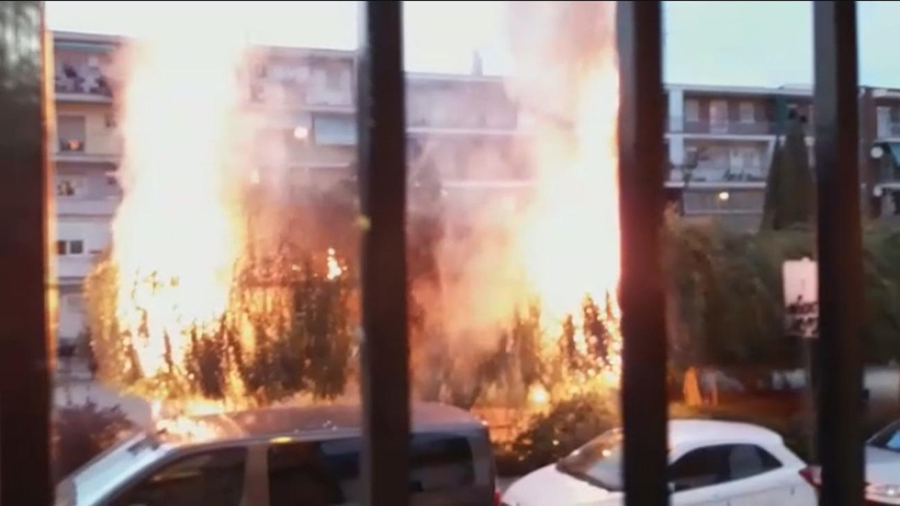 Las llamas queman un parque en Villaverde