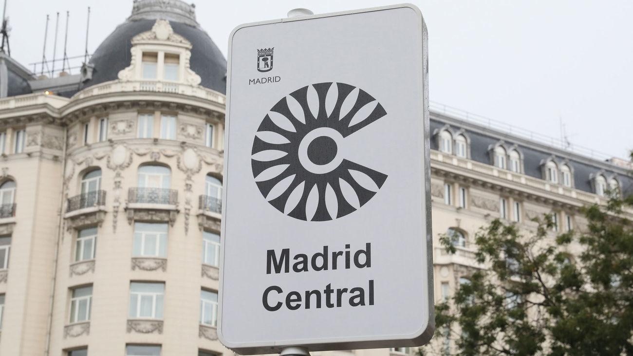 Cartel anunciador de la Zona de Bajas Emisiones de Madrid Central