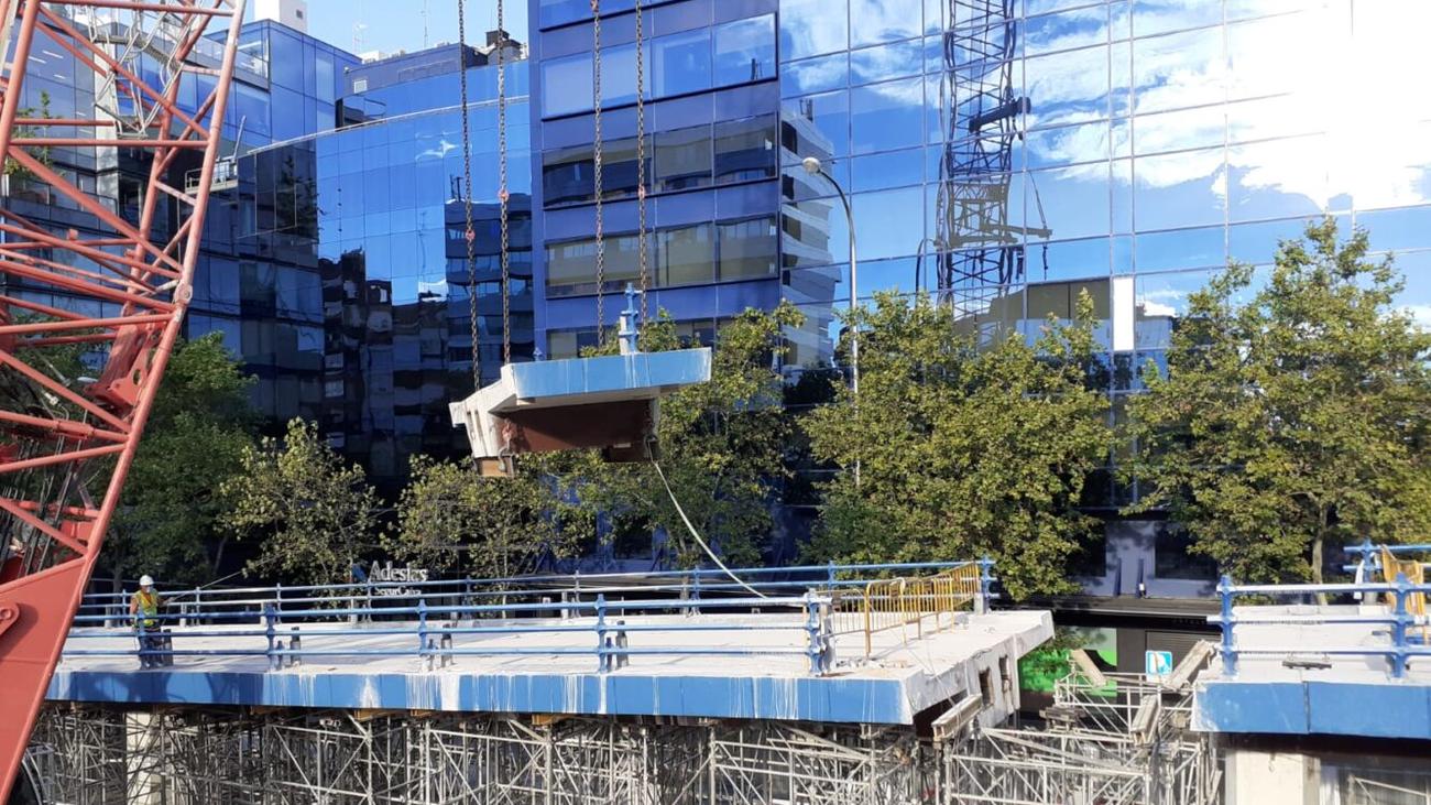 La calle Joaquín Costa se queda sin puente