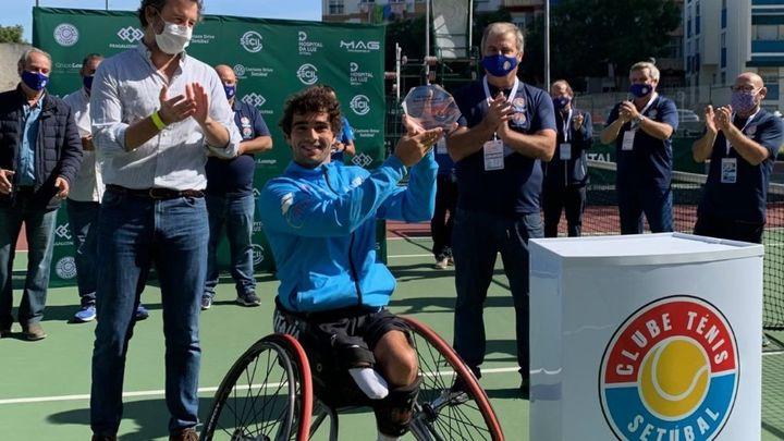 El madrileño Daniel Caverzaschi arrasa en el torneo de Setúbal