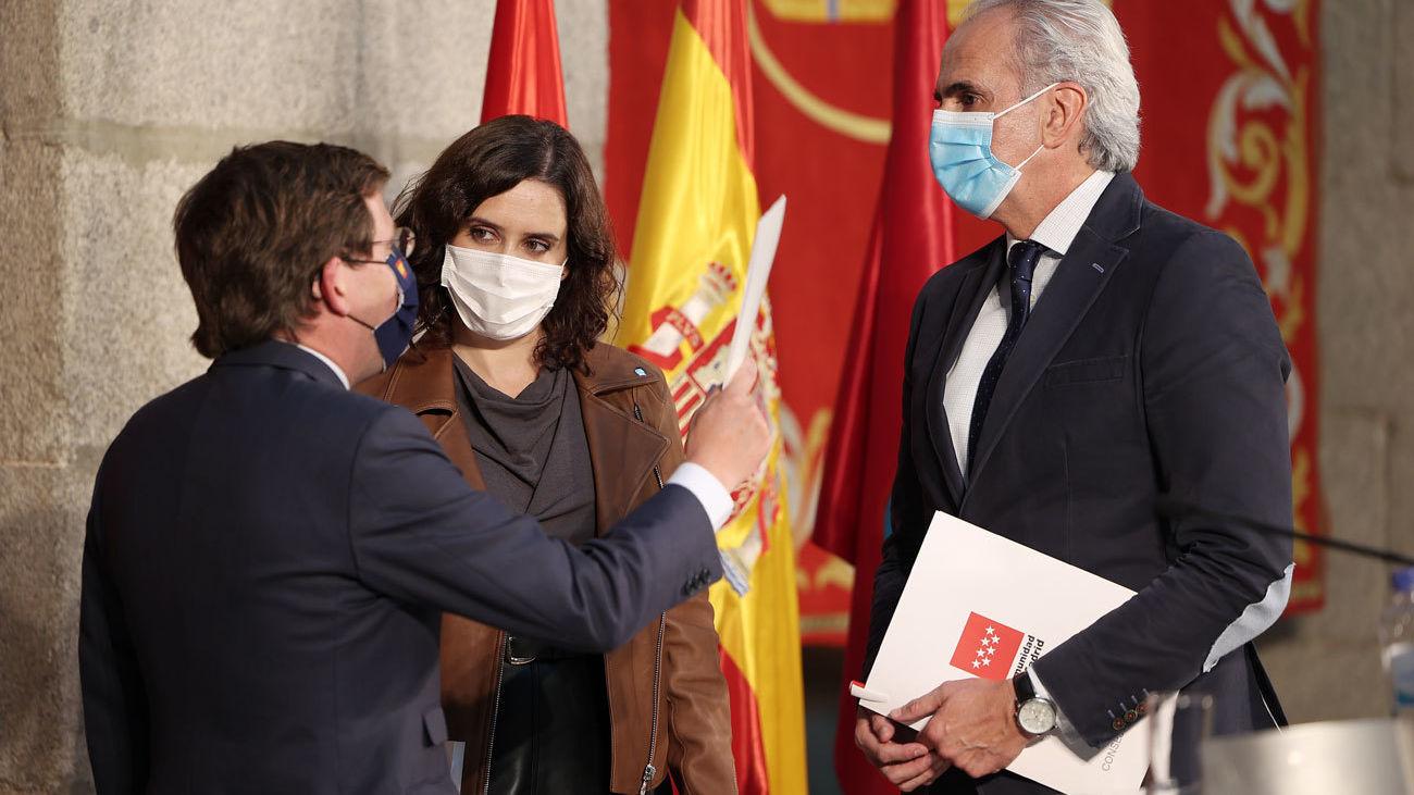 Almeida, Ayuso y Escudero analizan la situación de Madrid en la Casa Real de Correos