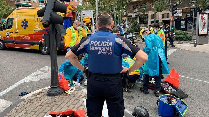 Agentes de la Policía Municipal reaniman a un hombre 89 que sufrió un infarto en Ciudad Lineal
