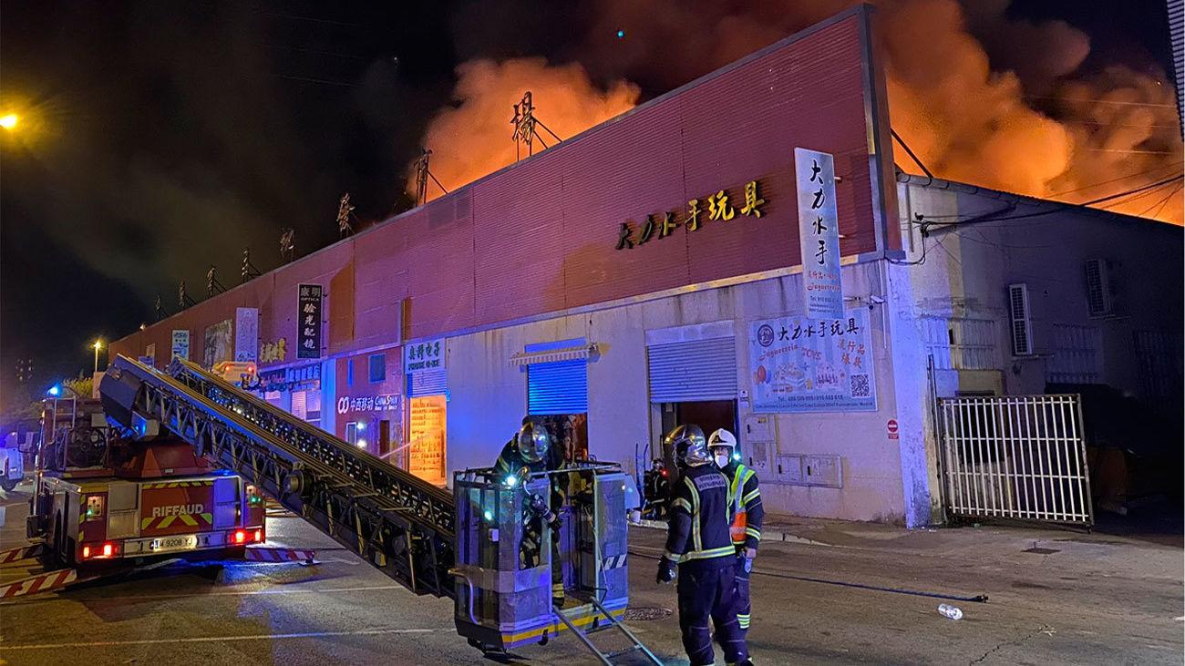 Arde una nave del polígono de Cobo Calleja en Fuenlabrada