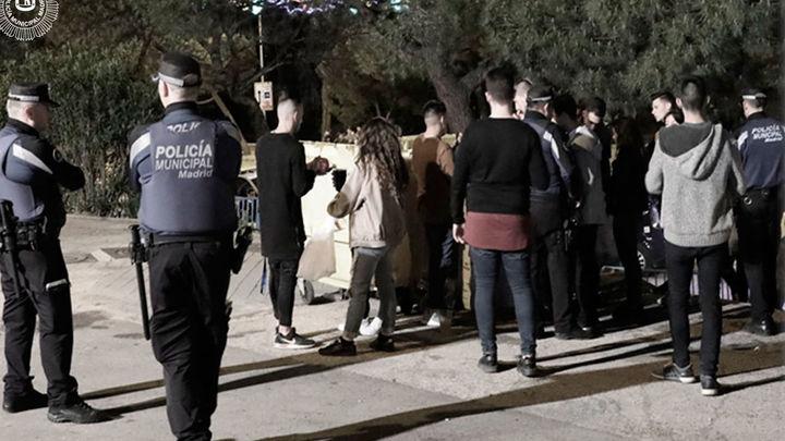 La Policía Municipal de Madrid puso en septiembre 5.231 multas por botellón
