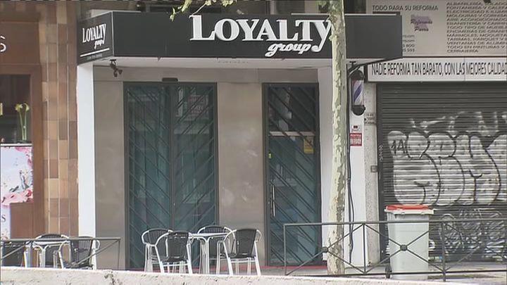 Detenidos por mantener cuatro horas encerrados en un pub de Madrid  a los clientes
