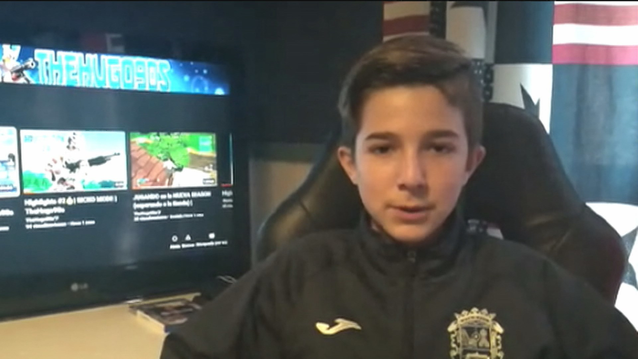 """Hugo, un niño de Fuenlabrada con problemas auditivos, pide """"mascarillas transparentes"""""""