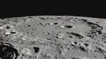 Descubren agua en el lado soleado de la Luna