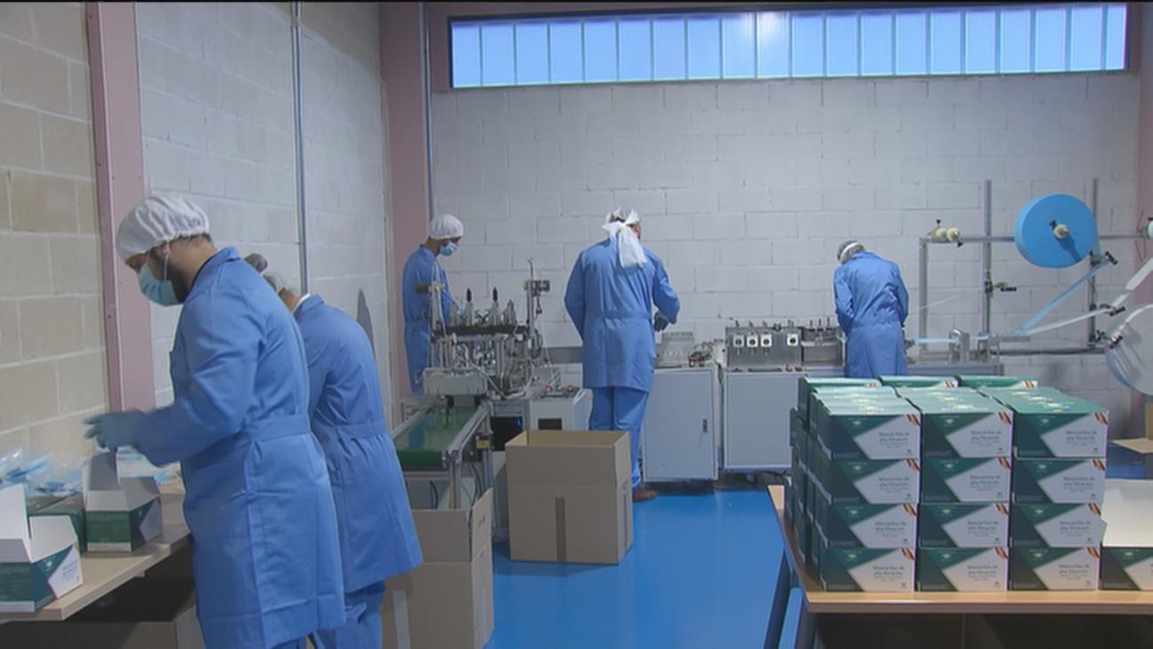 La fábrica 'Mascarillas Alcalá', primera de Madrid que prepara 100.000 mascarillas al día