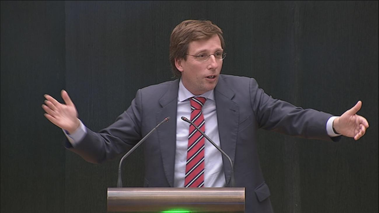 Almeida clama contra Vox por apoyar 9 iniciativas de la izquierda en Cibeles