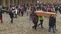 Más comunidades se plantean el cierre mientras crecen las protestas en Sevilla, Asturias, Galicia y Cataluña