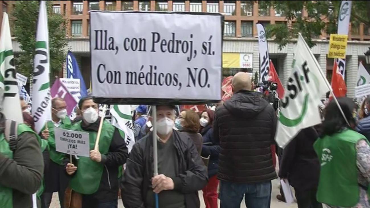 """Protesta de médicos frente al Ministerio de Sanidad: """"En 15 días colapsan los hospitales"""""""