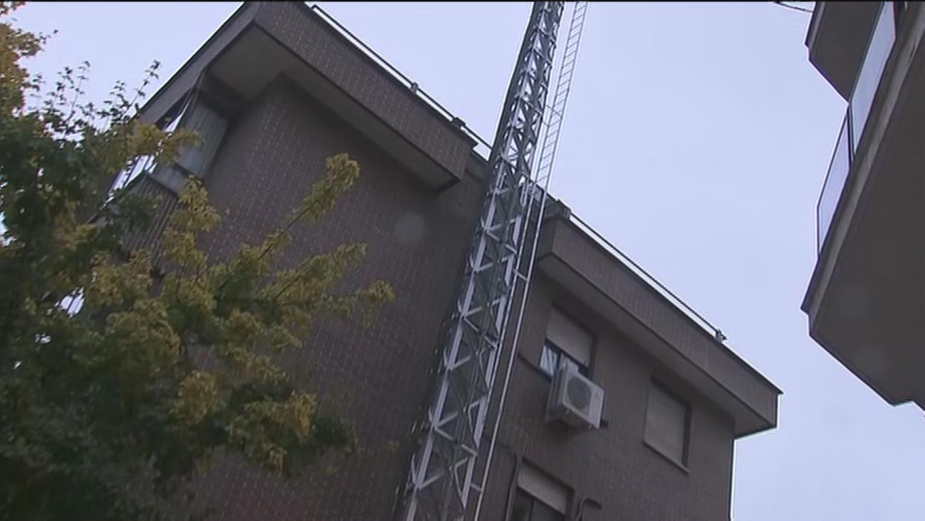 Vecinos de Cuatro Caminos viven pegados a una torre eléctrica