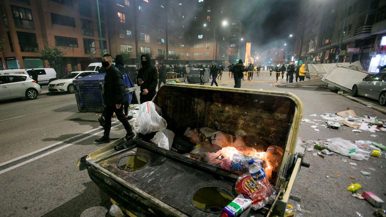 Graves disturbios en Burgos con más de cien contenedores quemados