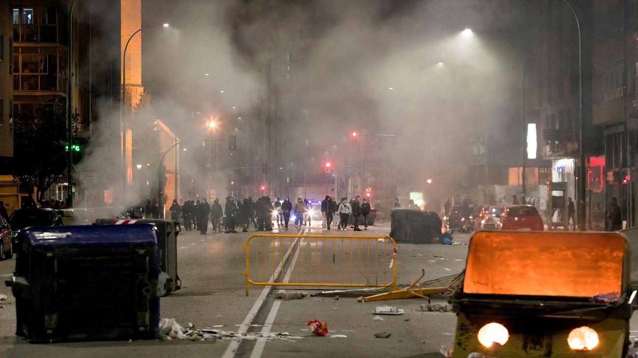 Los disturbios en protesta por las restricciones se propagan por varias ciudades españolas