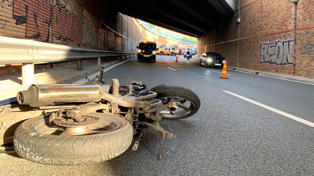 Accidente de moto en la avenida de la ilustración