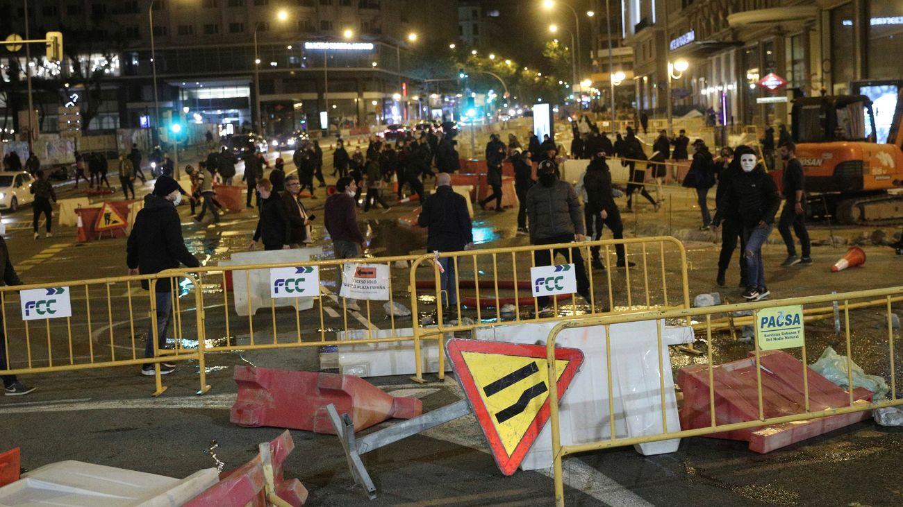 Segunda noche con protestas violentas en ciudades de España ante las restricciones