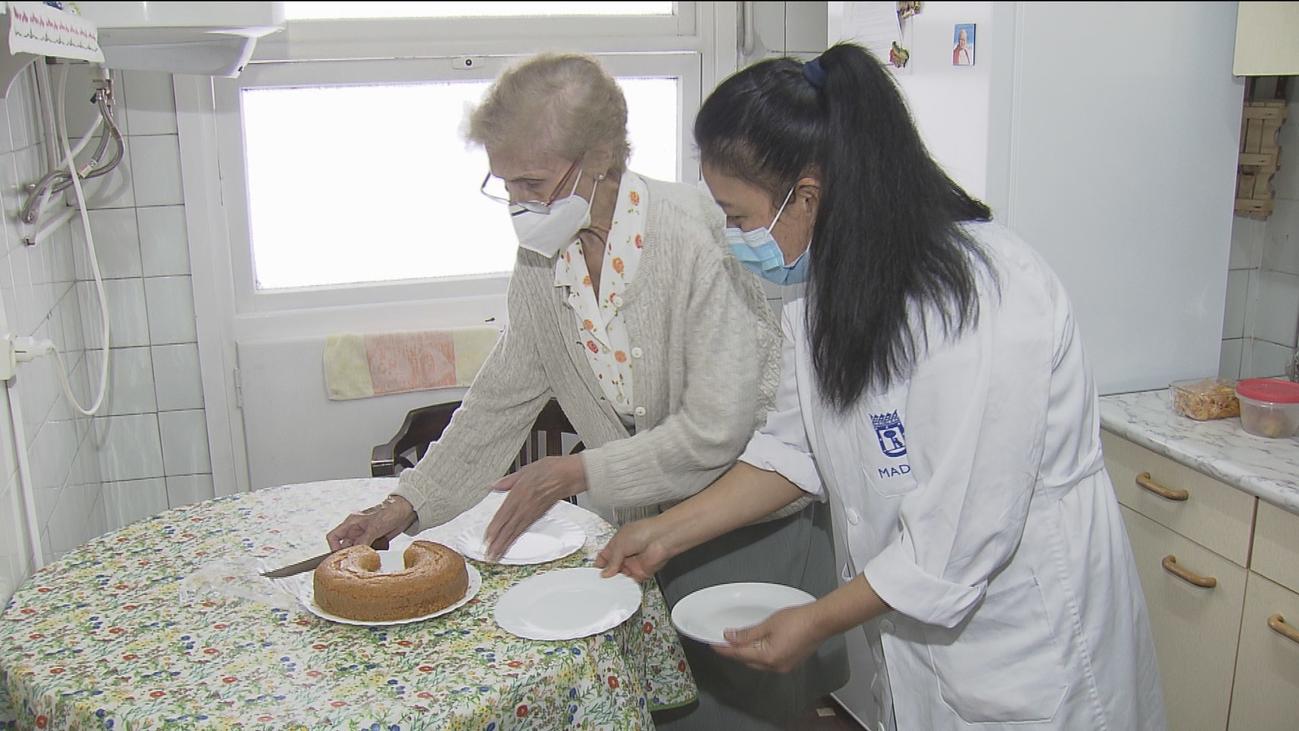 El miedo a los contagios en residencias aumenta la demanda de cuidados de mayores a domicilio