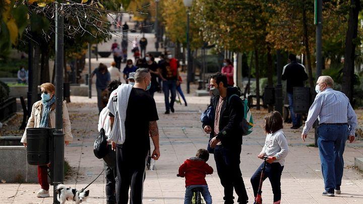 Parla, Coslada y Colmenar lideran los contagios en Madrid, que está cerca de bajar de nivel de riesgo