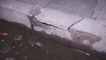 Los vecinos de Cruz del Carnero  en 'pie de guerra' contra las aceras deterioradas